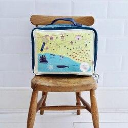 ¿Prefieres una bolsa de aseo grande o pequeña?❤️  A mi me gustan las bolsas de aseo grandes con compartimentos, como esta de Disaster Designs, y llevar en una sola pieza todo lo necesario, jabón, laca, maquillaje… Así, si tengo que salir de viaje, no me tengo que comer la cabeza, la agarro y para la maleta.🧳  #verdedoncellaregalos #pequeñocomercio #ventaonline #regalosoriginales #bolsadeaseo #necesergrande #disasterdesigns