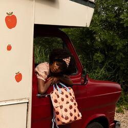 Me encanta la nueva colección de mochilas de Sticky Lemon, me recuerdan a un domingo de picnic 🧺.  La sidra, el mantel de cuadros, el campo …  Y yo soy muy de picnic. ¿Y tú? . . Puedes ver toda la colección en nuestra tienda online verdedoncella.com  #verdedoncellamochilas #verdedoncellabolsos #pequeñocomercio #mochilaimpermeable #mochilaniña #mochilaniño #mochilaniños #mochilaligera #modasostenible #stickylemon #mochilasdediseño #mochilabonita #mochilaecologica